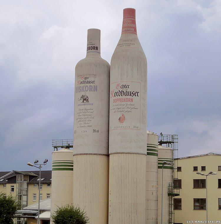 Gewerbegebiet in Nordhausen - überdimensionale Kornflaschen