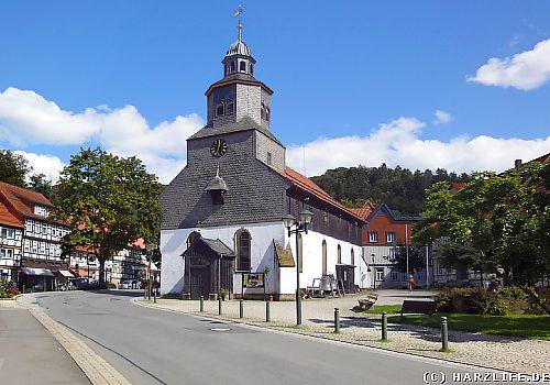 Die malerische Holzkirche St. Antonius