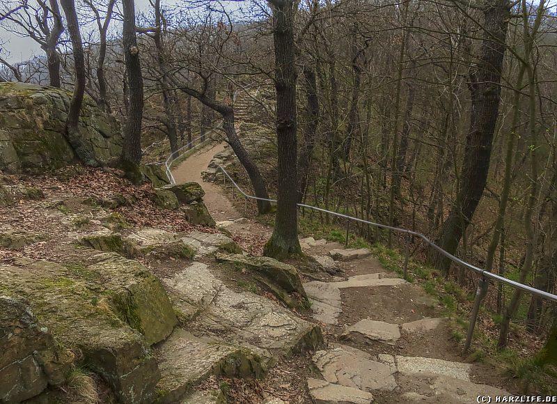 Der beschwerliche Wanderweg zum Aussichtspunkt Roßtrappe