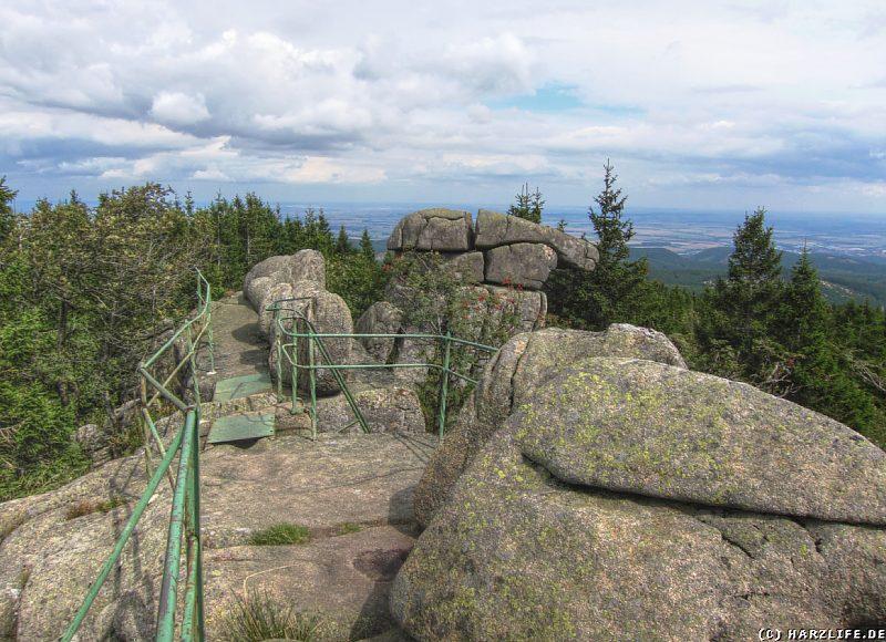 Aussicht von der Großen Zeterklippe in Richtung des nördlichen Harzvorlandes