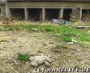 Garagenkomplex auf dem Ruinengelände
