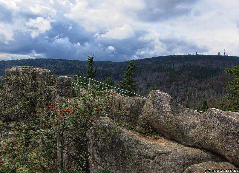Blick über die Große Zeterklippe zum Brocken