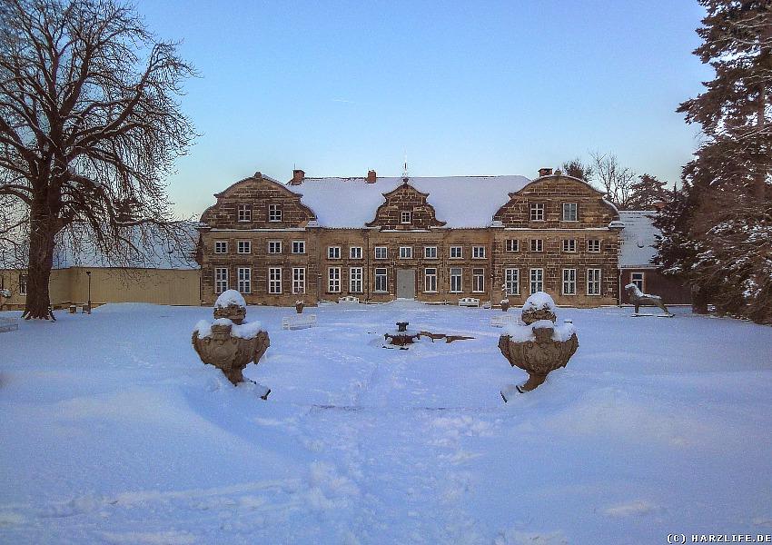 Winterliches Kleines Schloß mit Schloßgarten