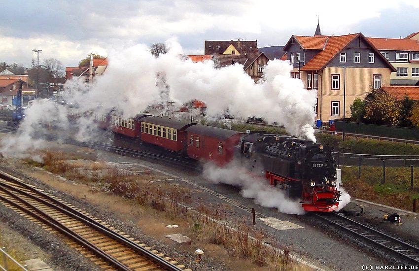 Die Harzquerbahn verläßt den Bahnhof von Wernigerode