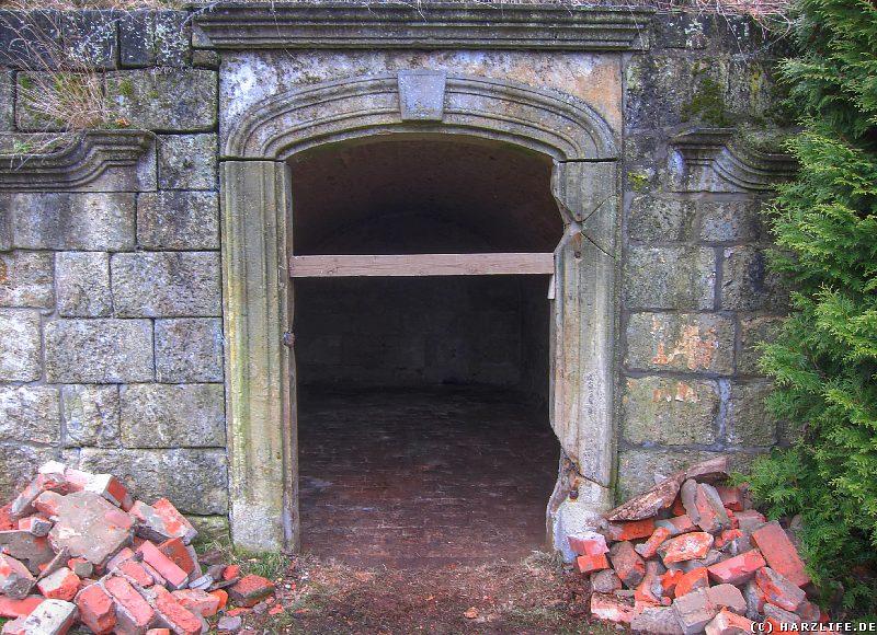 Leere Gruft auf dem Wiperti-Friedhof in Quedlinburg