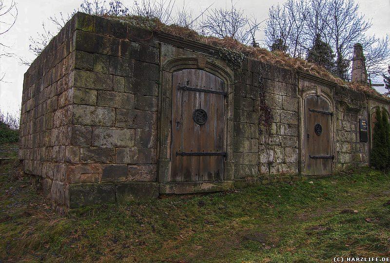 Gruftbauwerke auf dem Wipertifriedhof in Quedlinburg