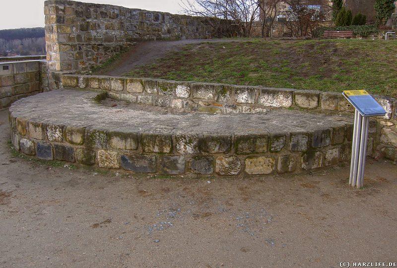 Quedlinburg Schloßberg - Mauerreste der Apsis der St.-Michaelis-Kapelle