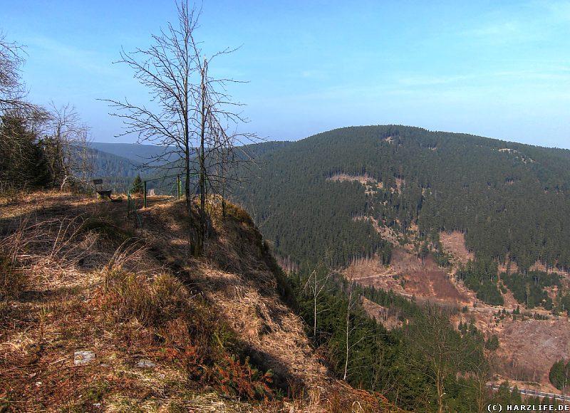 Blick auf die Ahrendsberger Klippen und das Okertal