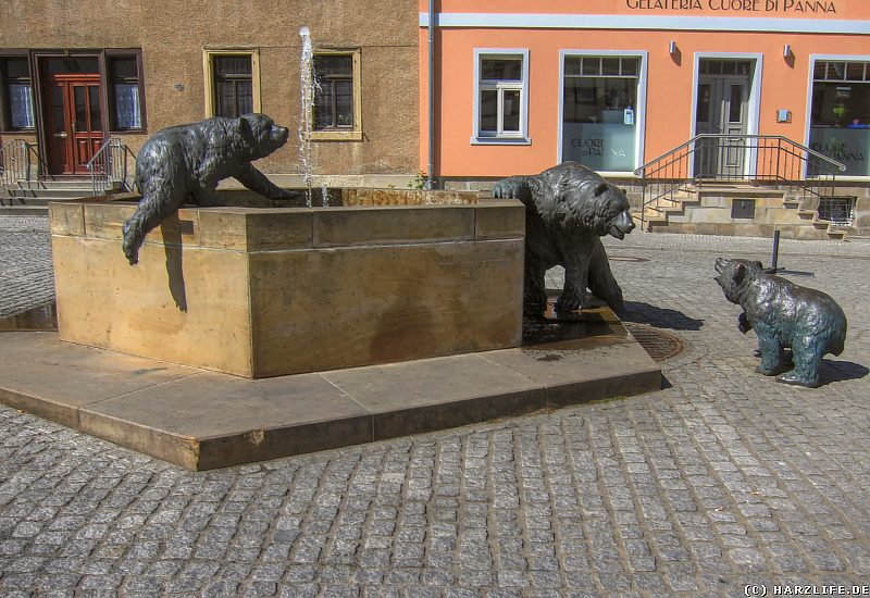 Der Bärenbrunnen auf dem Anhaltiner Platz in Ballenstedt