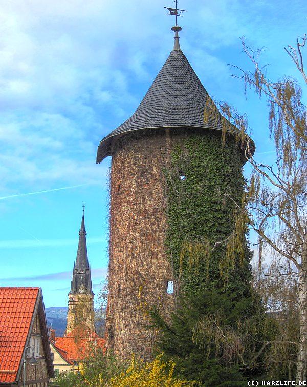 Bilder von der Stadtmauer in Wernigerode - Vorwerkturm und Kirchturm der Liebfrauenkirche