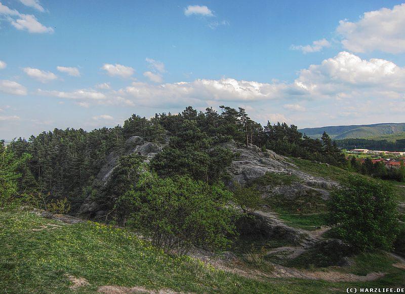 Das Felsengelände vor dem Hamburger Wappen
