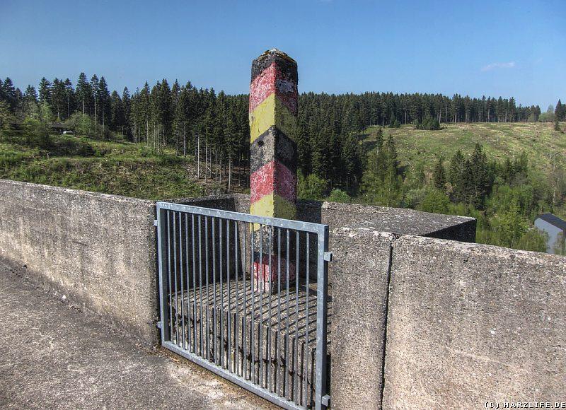 Der Grenzstein auf dem Eckerstaudamm