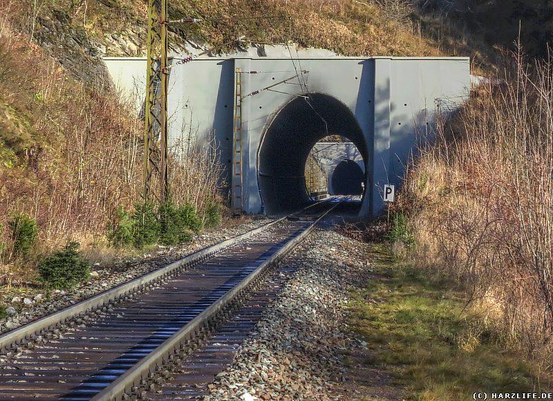 Blick durch den Nebelholztunnel über das Kreuztalviadukt in den Krumme-Grube-Tunnel