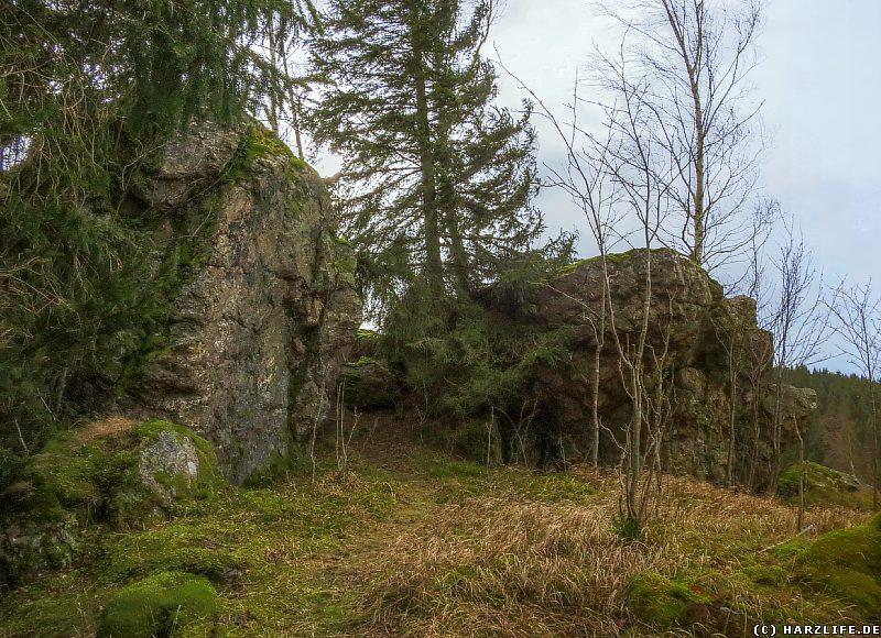 Burgruine Susenburg - Felsklippen an der einstigen Vorburg
