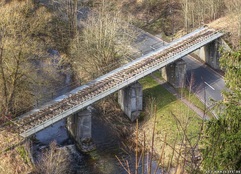 Blick von der Bockbergklippe auf die Eisenbahnbrücke von Königshütte