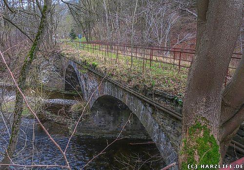 Ehemalige Eisenbahnbrücke der Neuwerker Industriebahn