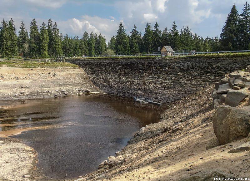 Sanierungsarbeiten am Staudamm des Oderteiches