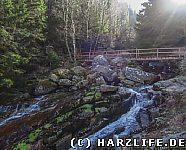 Steinerne Renne mit Brücke