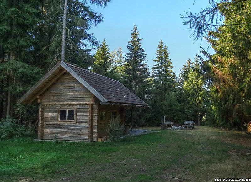 Kapitelsberg-Hütte mit Rastplatz und Feuerstelle
