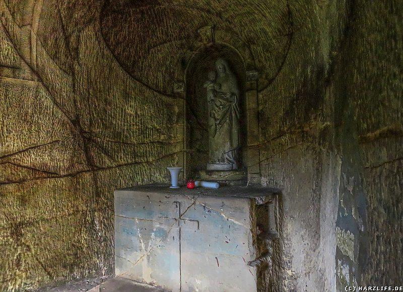 Marienstatue in der Felsgrotte der Marienkapelle