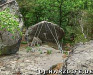 Ein gesicherter Felsbrocken